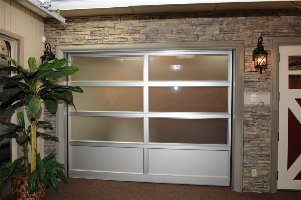 Largest garage door showroom ventura county 805 339 0103 for Garage door repair thousand oaks